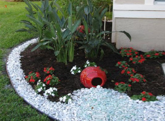 Long lasting creative decor design with pebbles blog for Large white landscaping rocks